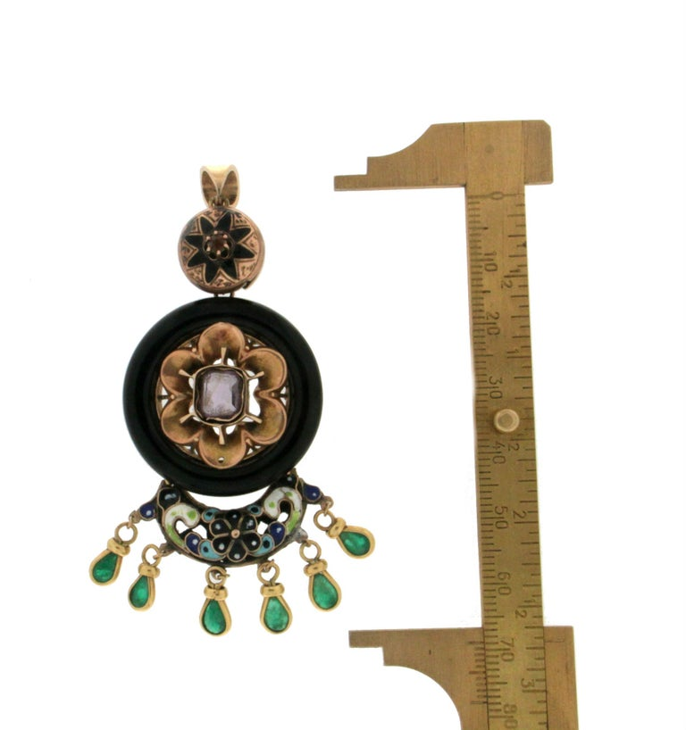 Enamel 14 Karat Yellow Gold Emerald and Onyx Pendant Necklace For Sale 2