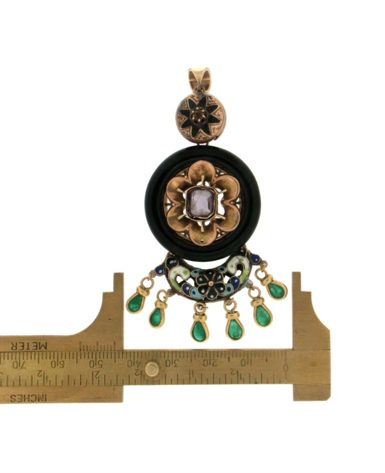 Enamel 14 Karat Yellow Gold Emerald and Onyx Pendant Necklace For Sale 1