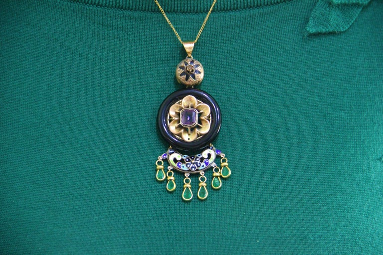 Enamel 14 Karat Yellow Gold Emerald and Onyx Pendant Necklace For Sale 4