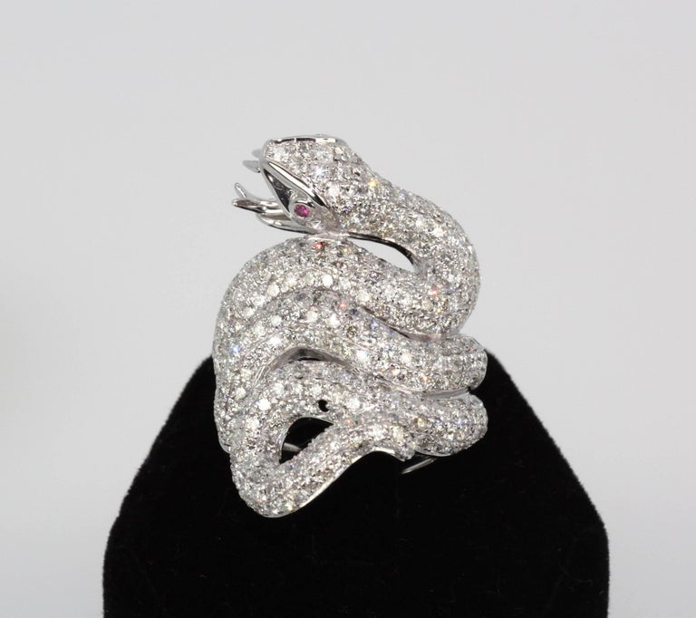 Diamond 18 Karat Snake Ring 4.66 Carat Two Ruby Eyes In Good Condition For Sale In North Hollywood, CA