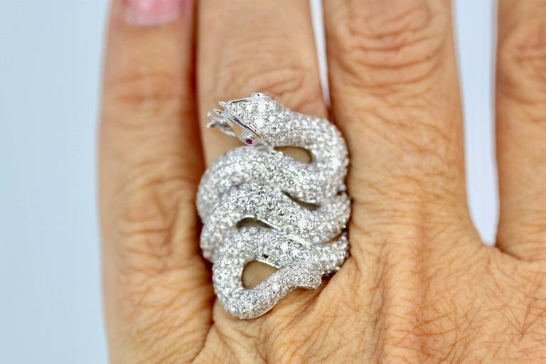 Women's or Men's Diamond 18 Karat Snake Ring 4.66 Carat Two Ruby Eyes For Sale