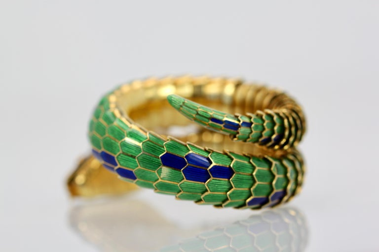 Round Cut Enamel Articulated Snake Serpent Bracelet Diamond Head 18 Karat For Sale