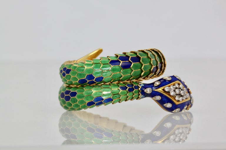 Enamel Articulated Snake Serpent Bracelet Diamond Head 18 Karat In Excellent Condition For Sale In North Hollywood, CA