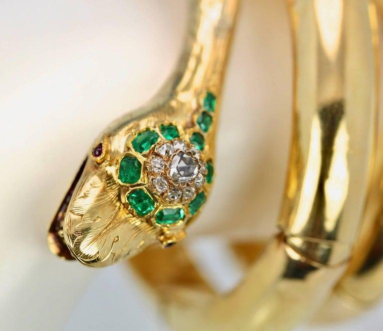 Women's Vintage 18 Karat Emerald Diamond Head Triple Wrap Snake Serpent Bracelet For Sale