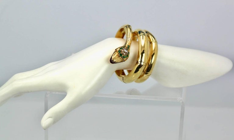 Vintage 18 Karat Emerald Diamond Head Triple Wrap Snake Serpent Bracelet For Sale 2