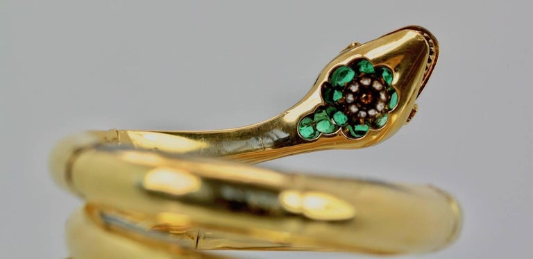 Vintage 18 Karat Emerald Diamond Head Triple Wrap Snake Serpent Bracelet For Sale 3