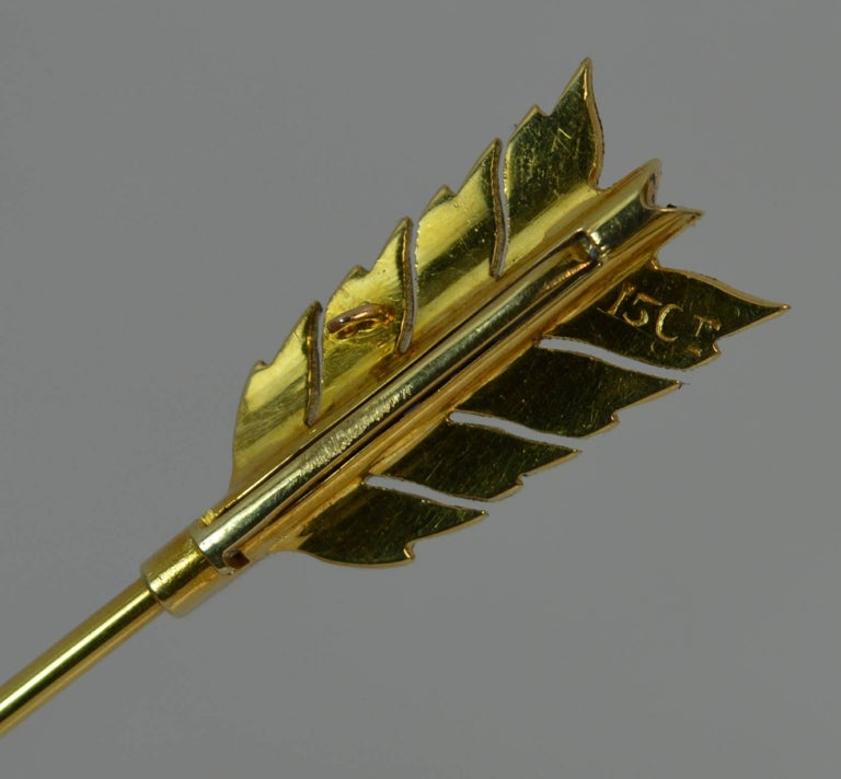 15 Carat Gold Sapphire and Pearl Arrow Jabot Pin in Box For Sale 4