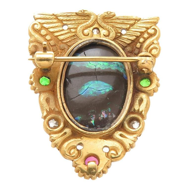 American Gilded Age Egyptian Revival Stone Chased Gold Brooch In As New Condition For Sale In Chicago, IL
