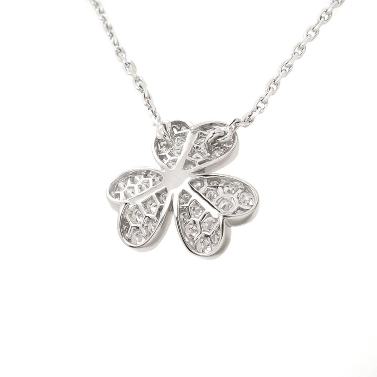 Van Cleef & Arpels Frivole White Gold and Diamond Flower Pendant In Excellent Condition For Sale In Chicago, IL