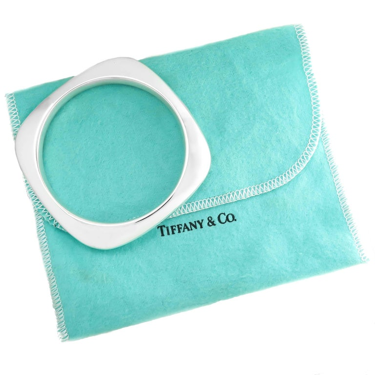 Tiffany & Company Silver Square Cushion Bangle Bracelet In Excellent Condition For Sale In Chicago, IL