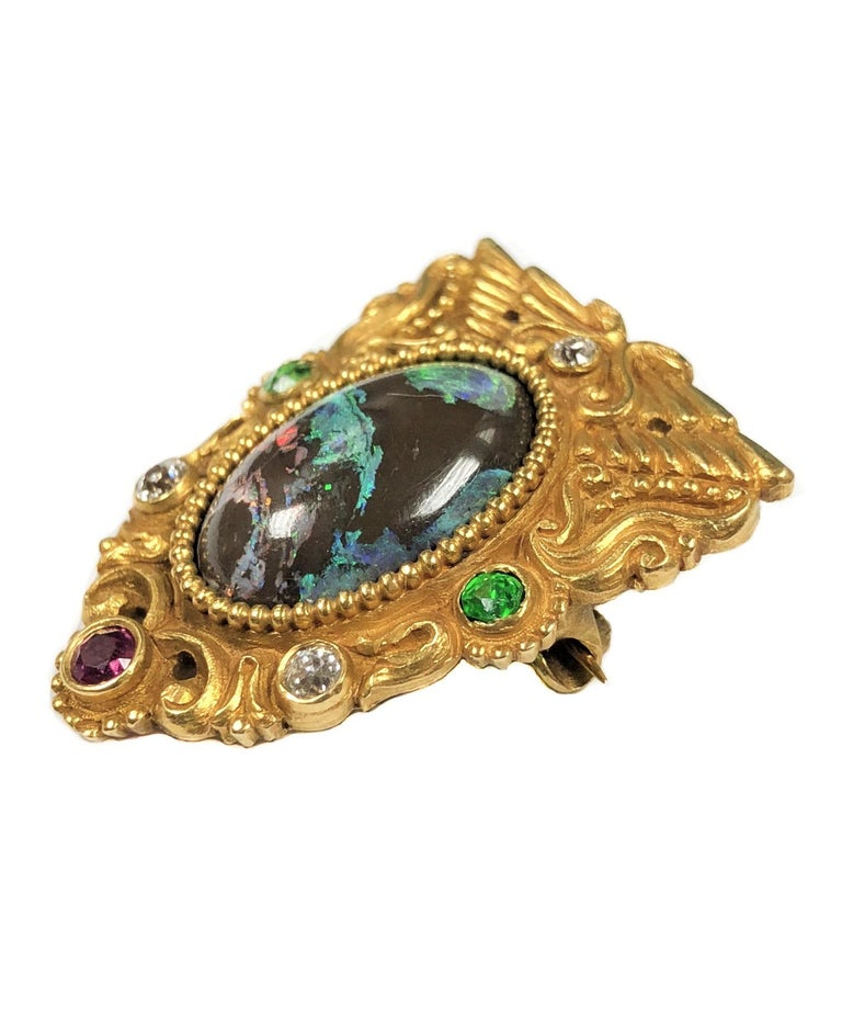 Women's or Men's American Gilded Age Egyptian Revival Stone Chased Gold Brooch For Sale