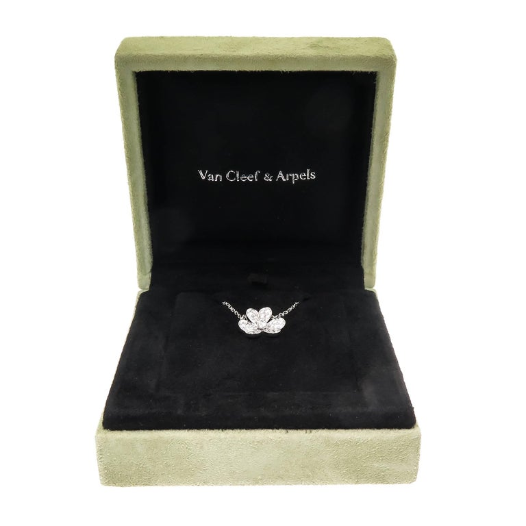 Van Cleef & Arpels Frivole White Gold and Diamond Flower Pendant For Sale 3
