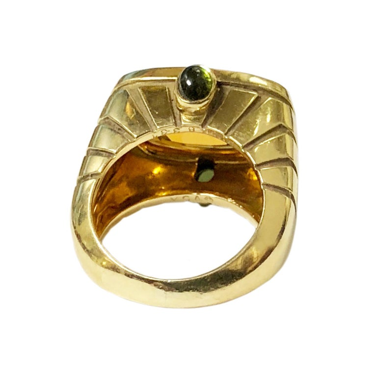 Van Cleef & Arpels Yellow Gold and Topaz Ring In Excellent Condition For Sale In Chicago, IL