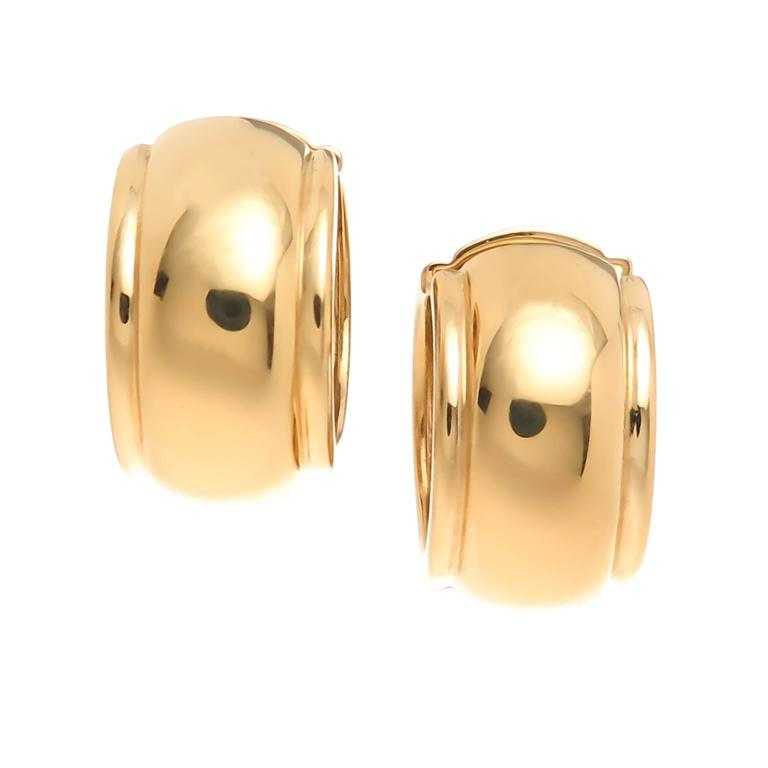 Tiffany Company Wide Yellow Gold Hoop Earrings In Excellent Condition For Chicago