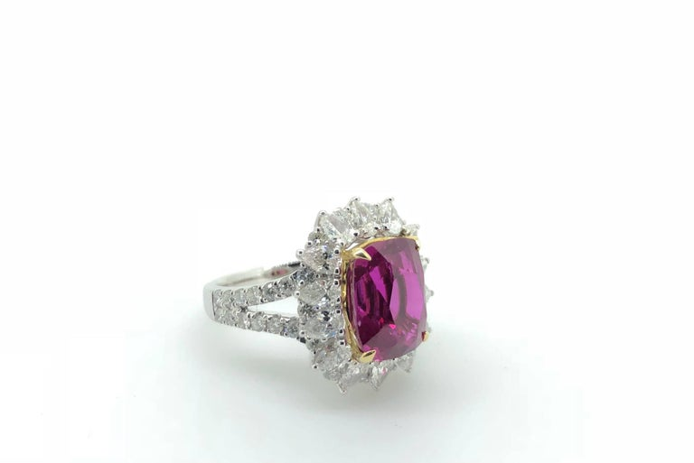 Modern 7.00 Carat Pink Sapphire Diamond Cluster Cocktail Dress Ring For Sale