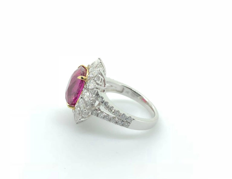 7.00 Carat Pink Sapphire Diamond Cluster Cocktail Dress Ring In New Condition For Sale In London, GB