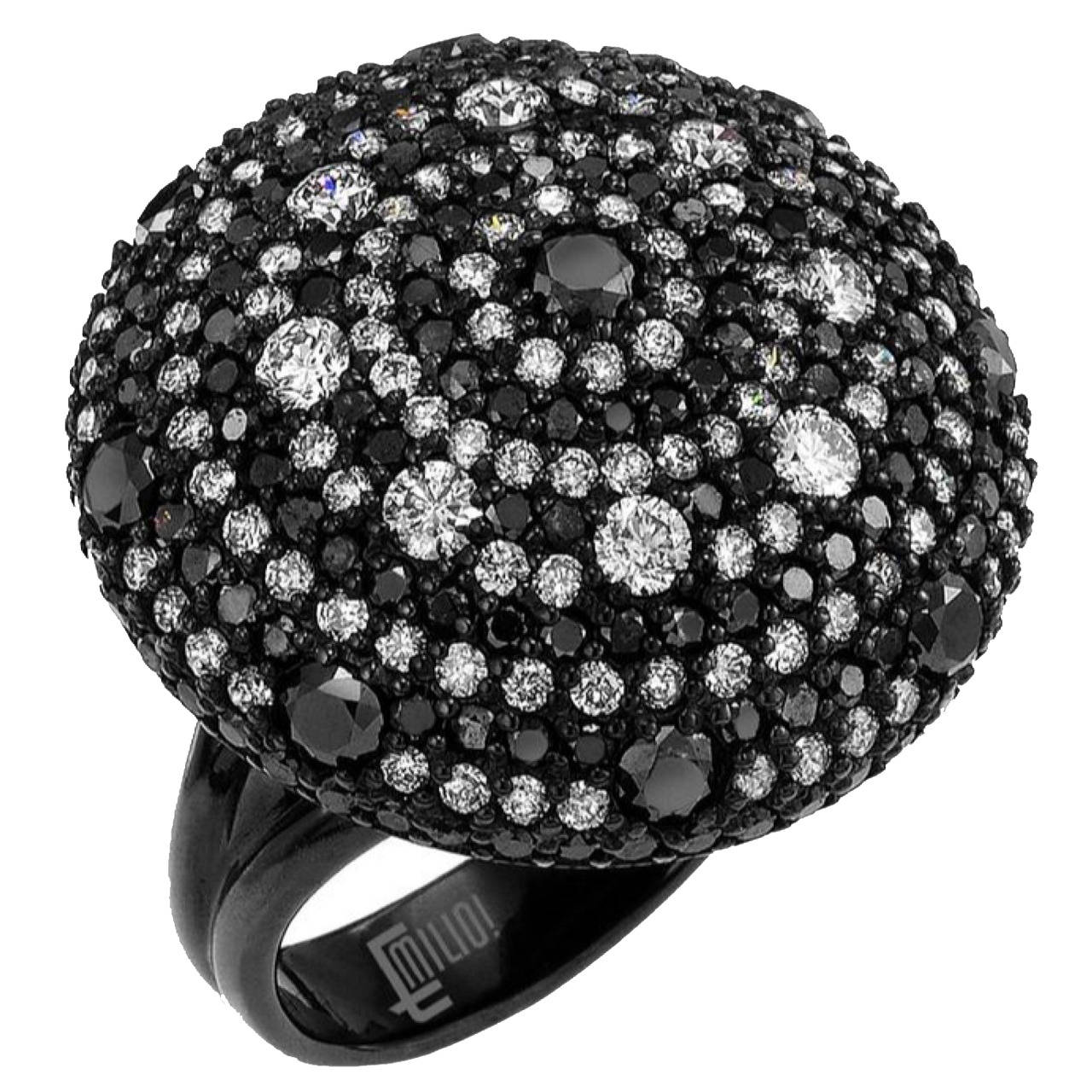 Black and White Diamond Gold Ring For Sale at 1stdibs