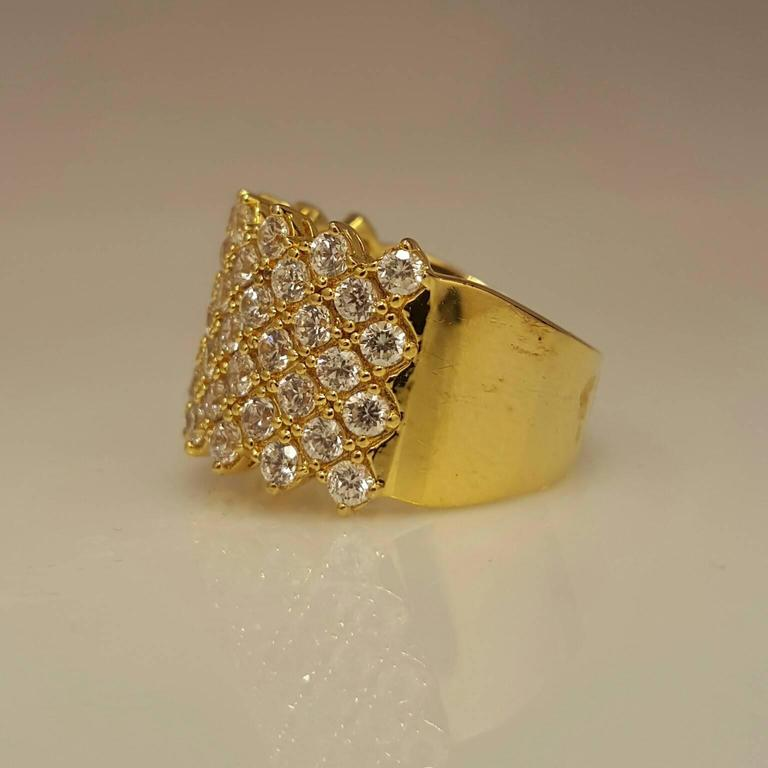 Diamond Gold Band Ring In As New Condition For Sale In New York, NY