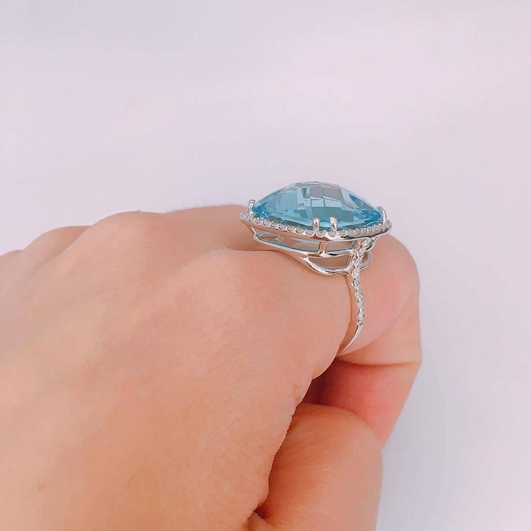 29.00ct Blue Topaz Diamond Ring In As New Condition For Sale In New York, NY