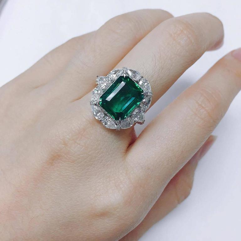 7 34 Carat Unique Emerald Diamond Ring For Sale at 1stdibs
