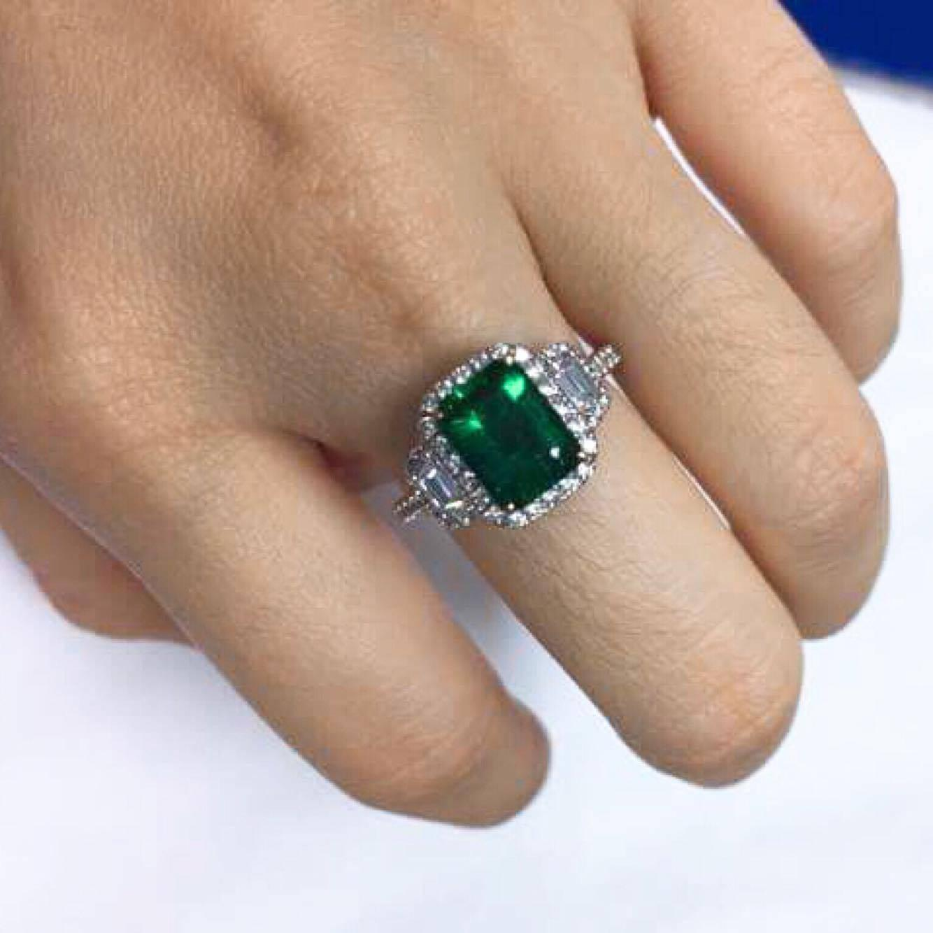Green Emerald Engagement Rings Never