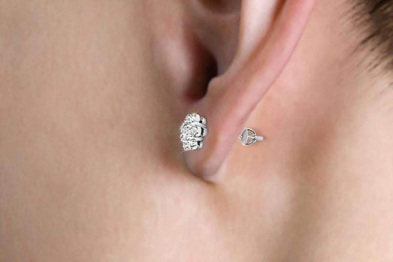 Everyday Diamond Earrings For Sale 3