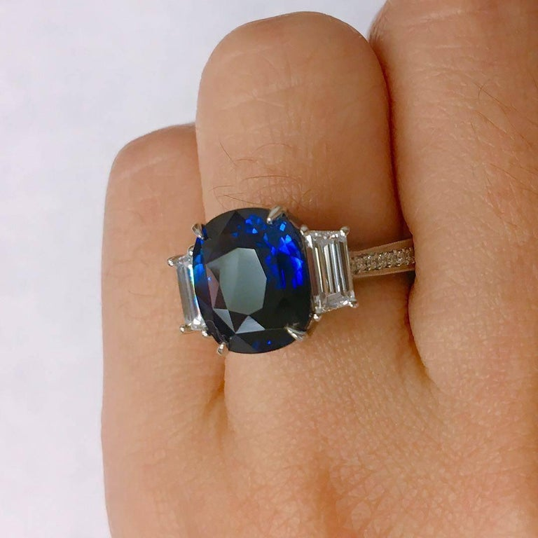 Modern 4.50 Carat Royal Blue Sapphire Diamond Ring For Sale
