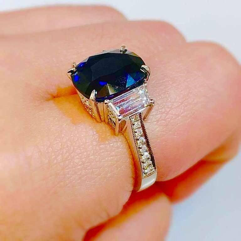 Women's 4.50 Carat Royal Blue Sapphire Diamond Ring For Sale