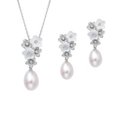 Fei Liu Mother of Pearl, Diamond 18 Karat White Gold Flower Pearl Set