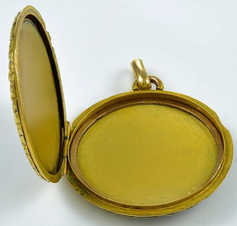 Gorgeous Antique Gold and Enamel Locket In Excellent Condition For Sale In New York, NY