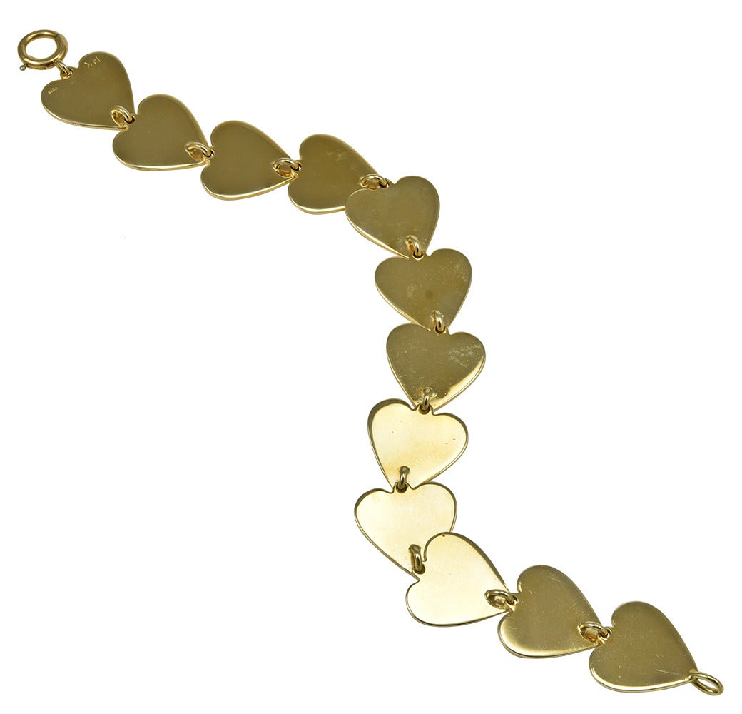 Gold Heart Link Bracelet In Excellent Condition For Sale In New York, NY