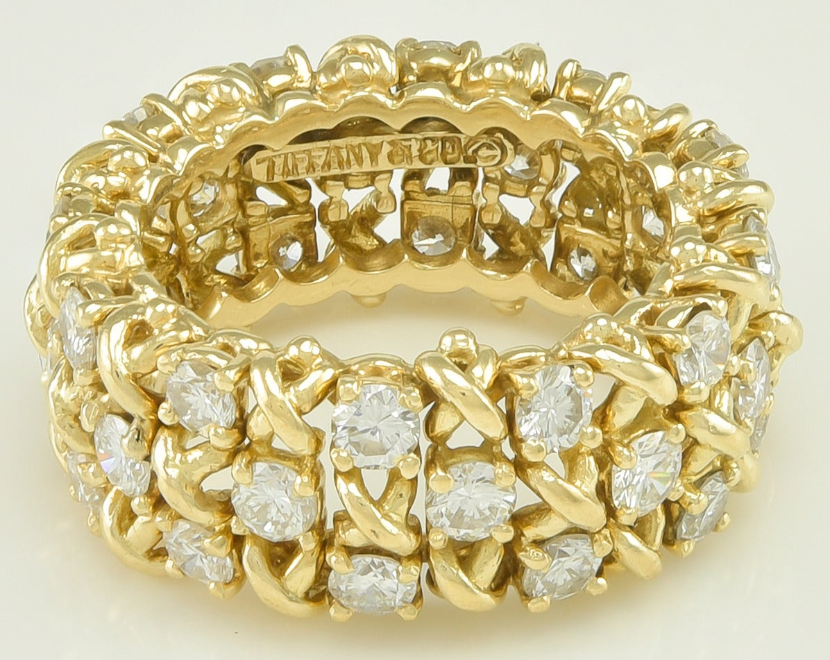 TIFFANY & CO. Diamond Gold Ring In Excellent Condition For Sale In New York, NY