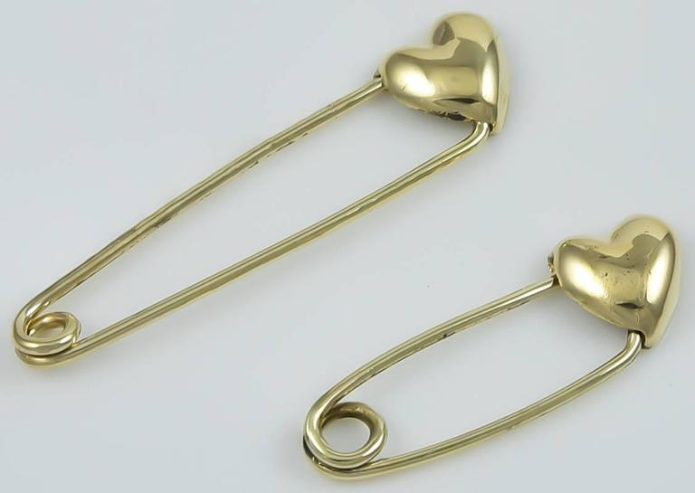 Two Gold Safety Pins with Hearts In Excellent Condition For Sale In New York, NY