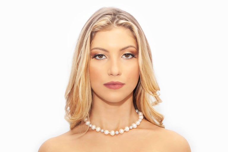 Grey and White Classic Pearl Necklace with Diamond Cut Beads In As New Condition For Sale In Palm Beach, FL