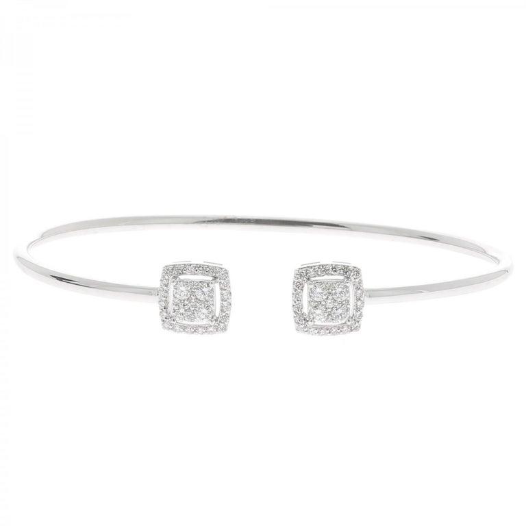 Contemporary 0.61 Carat GVS Round Diamond Bangle Bracelet 18 Karat White Gold Cuff Bracelet For Sale