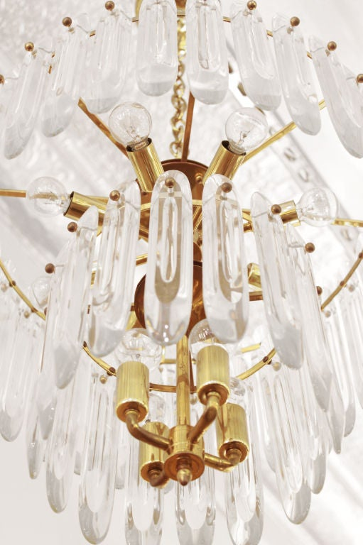 Chandelier with Large Crystals by Sciolari In Excellent Condition For Sale In New York, NY