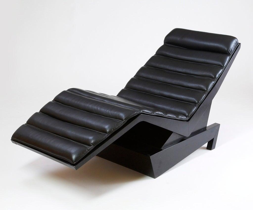Emiel Veranneman (1924-2003). An important and rare chaise longue designed by Emiel Veranneman. The dynamic ebonized wood frame with original black leather upholstery. Exhibited Palais des Beaux Arts, Brussels, 1979 Belgium, 1970s. 63 x 25 x 29 H.