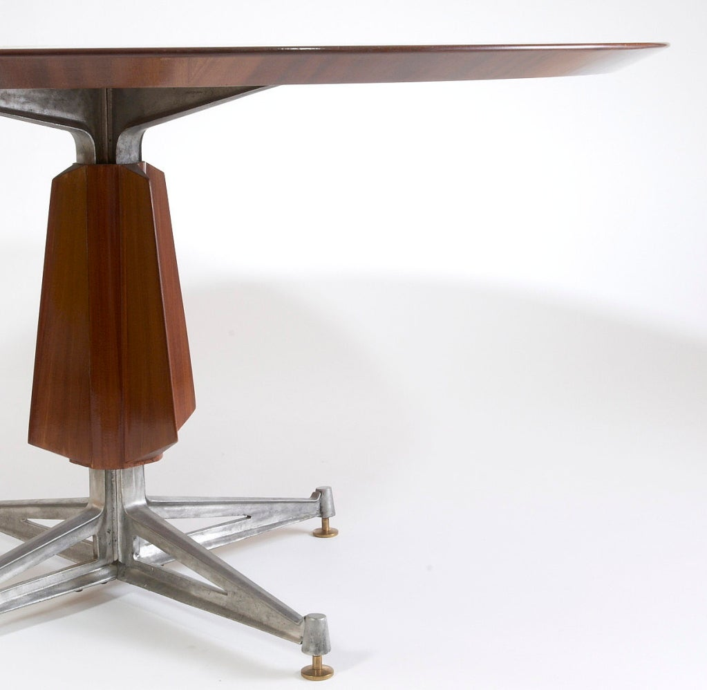 Sculptural Pedestal Mahogany Table with Cast Aluminium Base, 1950s In Excellent Condition For Sale In New York, NY
