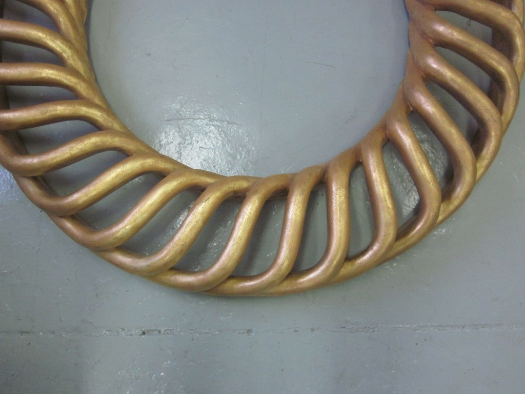 2 Large Round French Mid-Century Hand-Carved Gilt Wood Mirrors, 1940 In Excellent Condition For Sale In New York, NY