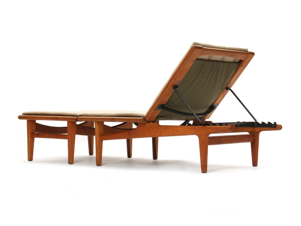 chaise longue by hans j wegner for sale at 1stdibs. Black Bedroom Furniture Sets. Home Design Ideas