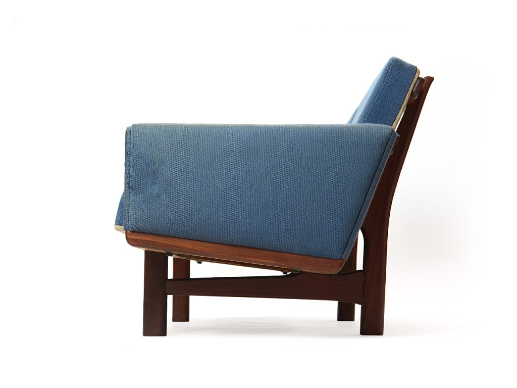 Sofa by Hans J. Wegner 3