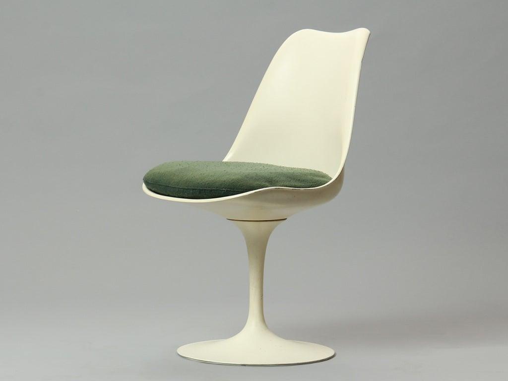 Mid-Century Modern Dining Set by Eero Saarinen For Sale