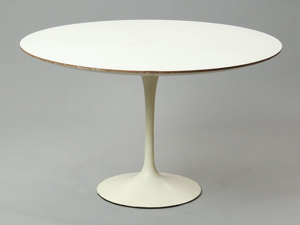 Mid-20th Century Dining Set by Eero Saarinen For Sale