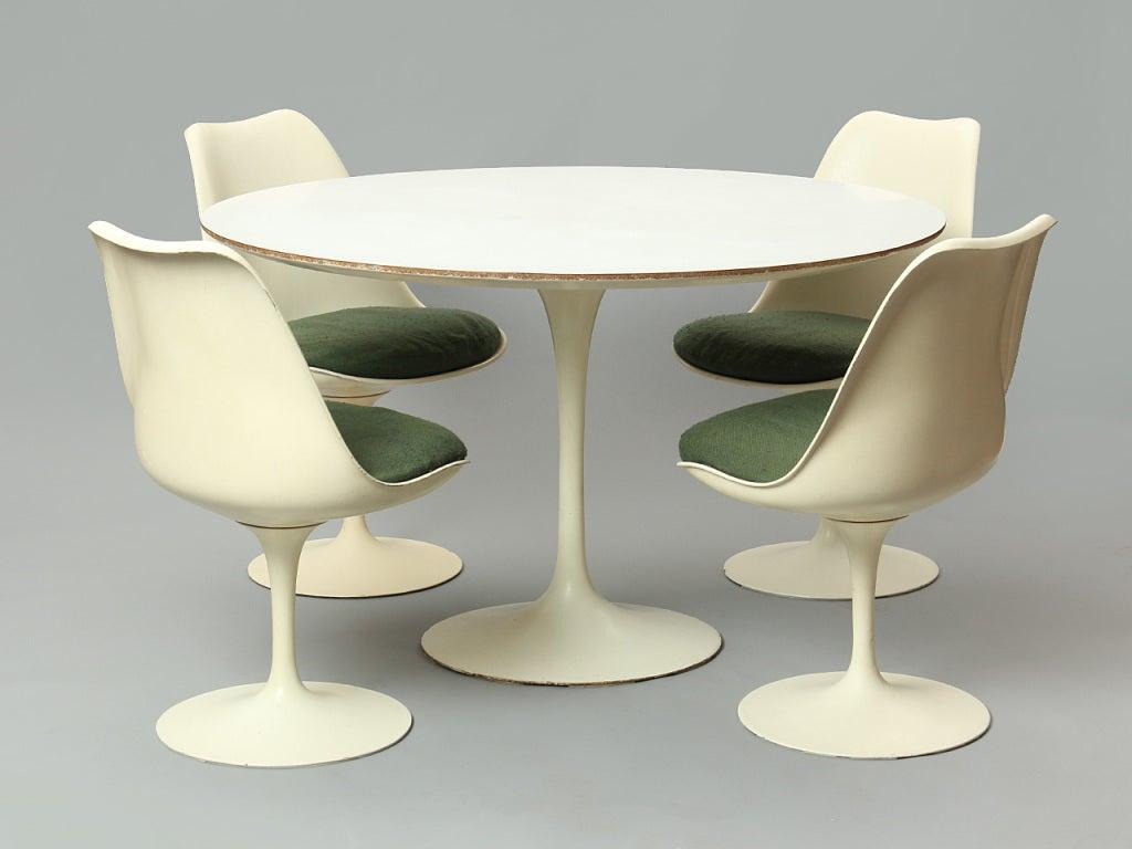 Dining Set by Eero Saarinen For Sale 1