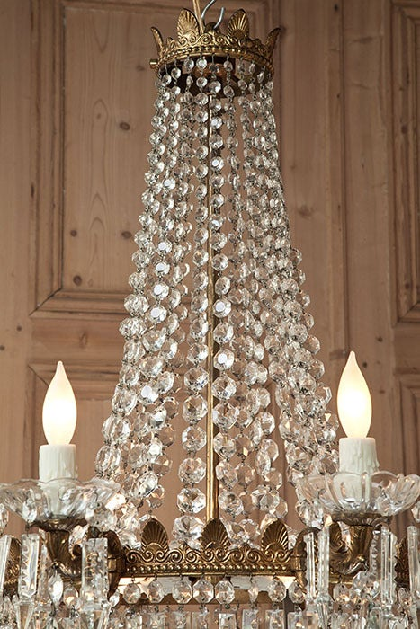 Perfect for displaying a spectrum of illumination all around your favorite room, this exquisite chandelier boasts external and internal lighting to take the most advantage of the prism effect of the multitude of crystal shapes. As is the case with