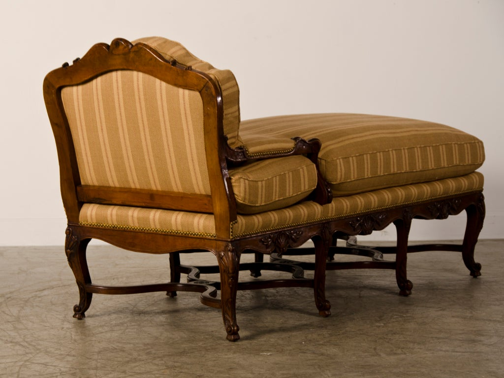 Antique french regence period carved walnut chaise longue for Antique french chaise longue
