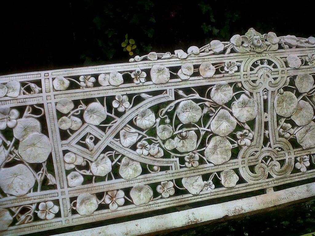 "Rare Coalbrookdale ""Nasturtium"" Pattern Cast Iron Garden Bench image 7"