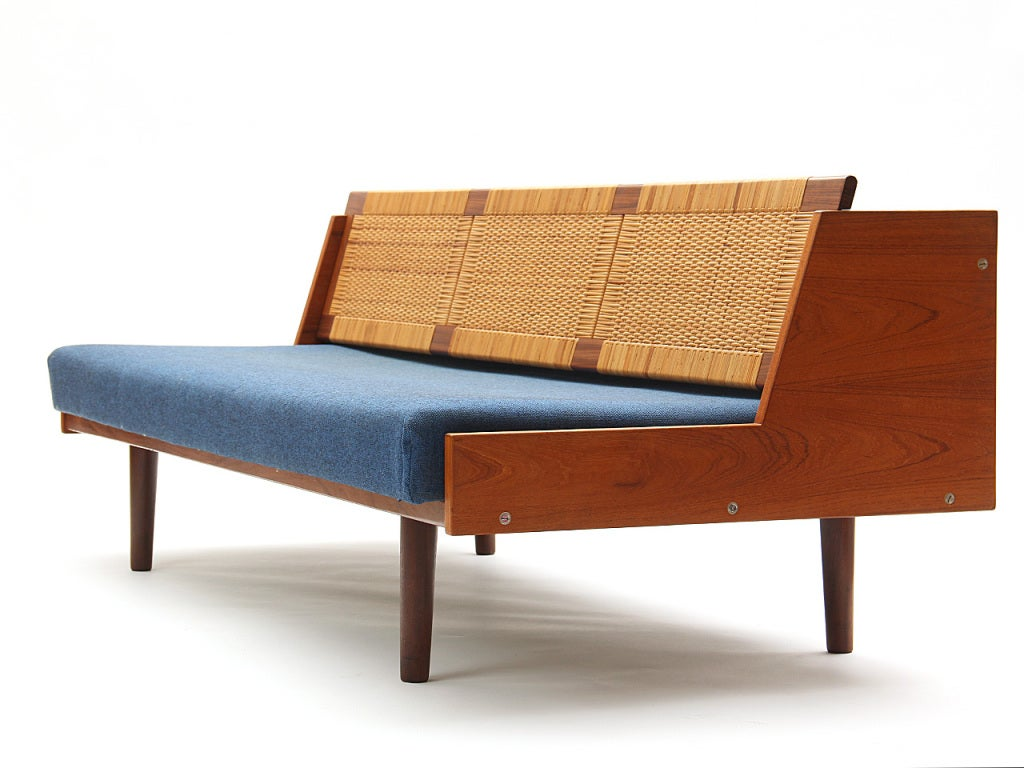 sofa daybed by hans j wegner for sale at 1stdibs. Black Bedroom Furniture Sets. Home Design Ideas