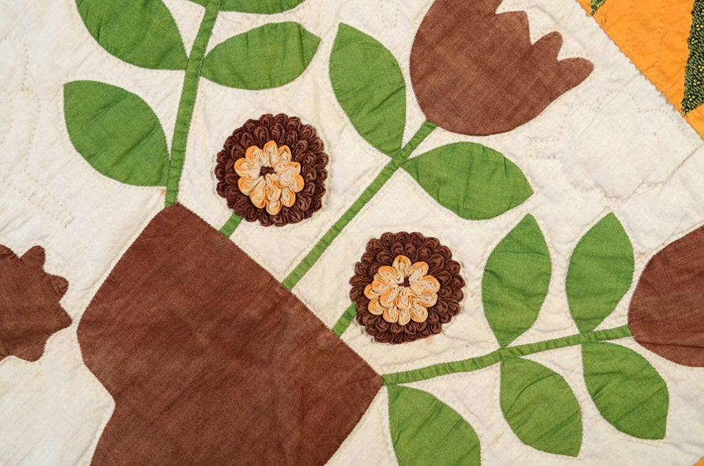 Center Medallion Quilt with Appliqued Basket of Flowers In Excellent Condition For Sale In Darnestown, MD