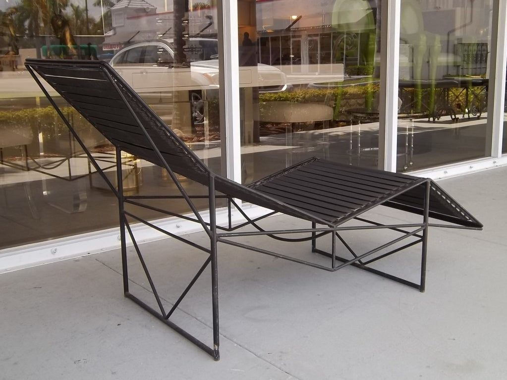 mid century metal leather chaise at 1stdibs. Black Bedroom Furniture Sets. Home Design Ideas